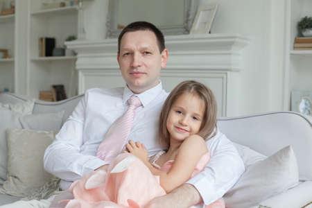 Photo pour Father and daughter at home, portrait - image libre de droit