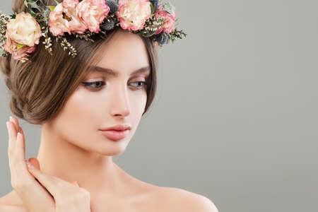 Photo pour Cute woman with flowers, summer spa portrait. Beautiful face - image libre de droit