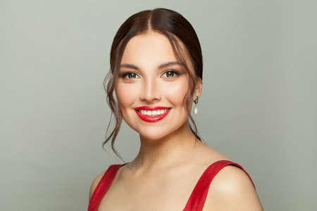 Foto de Lovely model woman smiling, beautiful face closeup - Imagen libre de derechos