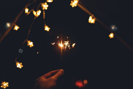 Photo pour Sparklers  and lights from fire and tents campping - image libre de droit