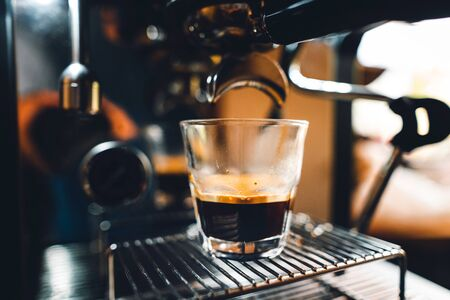 Photo pour Coffee-Make,coffee from the machine at home - image libre de droit