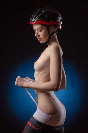 Foto de girl cyclist sexy Nude in a helmet - Imagen libre de derechos