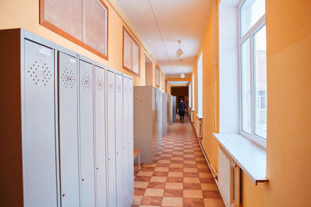Photo pour Gray metal outdated lockers in the empty school corridor of the old school. - image libre de droit