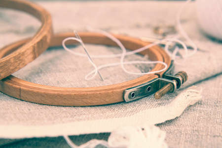 Photo pour Set for embroidery, embroidery hoop and embroidery thread. Coloring and processing photos in vintage style with soft selective focus. Shallow depth of field - image libre de droit
