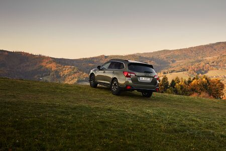Photo pour Wisla/Poland - 10.13.2019: Subaru Outback with permanent all-wheel drive on the mountain roads. Model 2019, 175 hp engine - image libre de droit