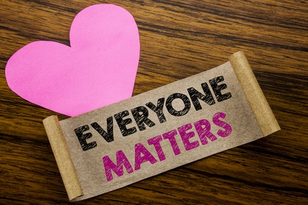 Photo pour Writing text showing Everyone Matters. Business concept for Equality Respect written on sticky note paper, wooden background. With pink heart meaning love adoration. - image libre de droit