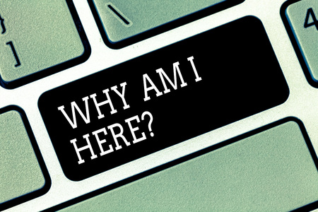 Photo pour Word writing text Why Am I Here. Business concept for Questions about the purpose and meaning of huanalysis existence Keyboard key Intention to create computer message pressing keypad idea - image libre de droit