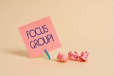 Photo pour Handwriting text Focus Group. Conceptual photo showing assembled to participate in discussion about product Plain note paper and stationary placed above soft pastel colour backdrop - image libre de droit