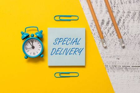Foto de Text sign showing Special Delivery. Business photo text getting products or service directly to your home any place Notepad clips colored paper sheet markers alarm clock wooden background - Imagen libre de derechos