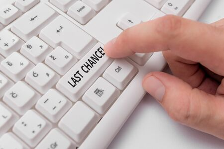 Photo pour Text sign showing Last Chance. Business photo showcasing final opportunity to achieve or acquire something you want White pc keyboard with empty note paper above white background key copy space - image libre de droit