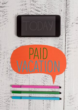 Photo pour Writing note showing Paid Vacation. Business concept for Sabbatical Weekend Off Holiday Time Off Benefits Smartphone cell pens blank colored speech bubble wooden background - image libre de droit