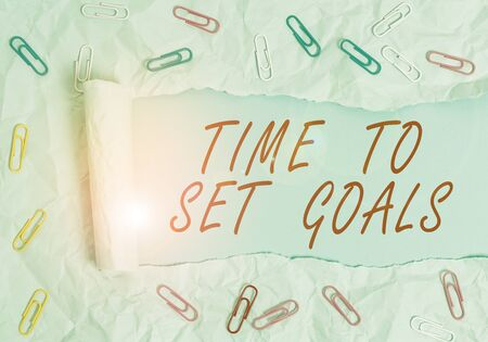 Photo pour Text sign showing Time To Set Goals. Business photo text Desired Objective Wanted to accomplish in the future Paper clip and torn cardboard placed above a plain pastel table backdrop - image libre de droit