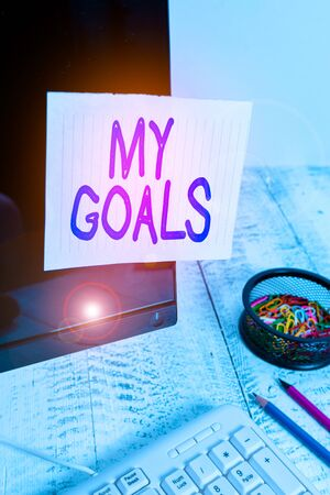 Photo pour Conceptual hand writing showing My Goals. Concept meaning a future or desired result that a demonstrating commits to achieve Note paper taped to black screen near keyboard stationary - image libre de droit