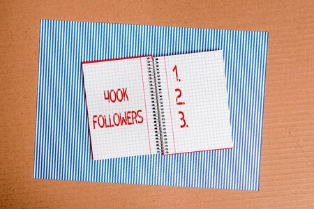 Photo pour Conceptual hand writing showing 400K Followers. Concept meaning number of individuals who follows someone in social media. Striped paperboard cardboard office study supplies chart - image libre de droit