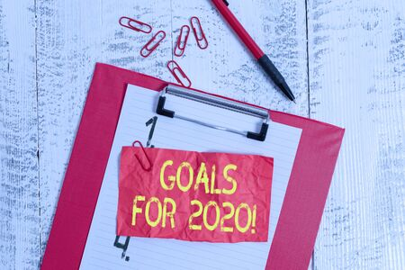 Photo pour Text sign showing Goals For 2020. Business photo showcasing object of demonstratings ambition or effort aim or desired result Clipboard paper sheet clips ballpoint crushed note old vintage background - image libre de droit