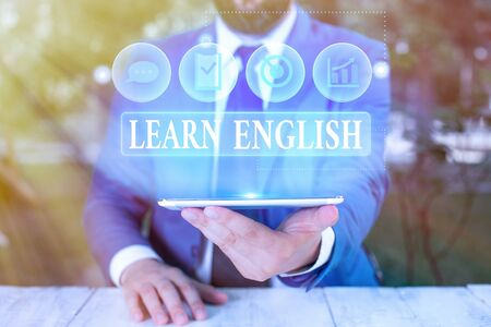 Photo pour Handwriting text Learn English. Conceptual photo Universal Language Easy Communication and Understand - image libre de droit