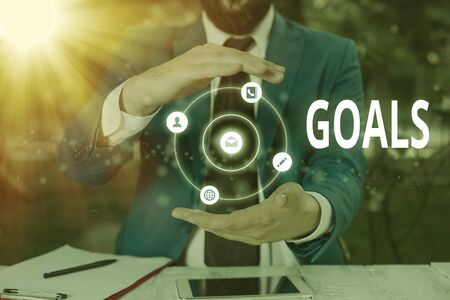 Photo pour Writing note showing Goals. Business concept for desired result that an individual envision plan and commit to achieve - image libre de droit