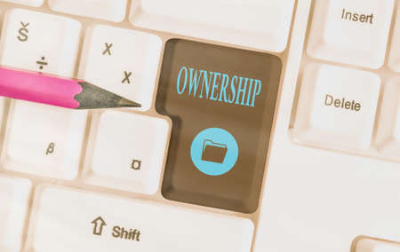 Photo pour Text sign showing Ownership. Business photo showcasing the state, relation, or fact of being an owner or with a group Different colored keyboard key with accessories arranged on empty copy space - image libre de droit