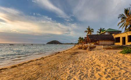 Photo pour landscape, beautiful sunset on indian ocean in Nosy Be island, Madagascar scene - image libre de droit