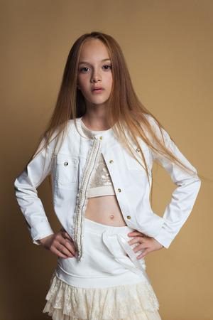 Foto de Portrait of beautiful young redhead girl posing in studio - Imagen libre de derechos