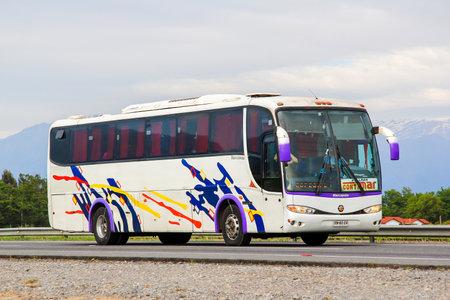 Foto per O'HIGGINS, CHILE - NOVEMBER 19, 2015: Intercity coach Marcopolo Viaggio 1050 at the Pan-American Highway. - Immagine Royalty Free