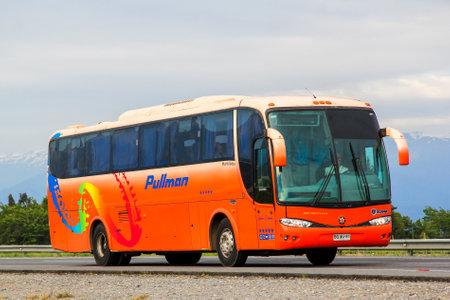 Foto per O'Higgins, Chile - November 19, 2015: Coach bus Marcopolo Viaggio 1050 at the interurban freeway. - Immagine Royalty Free
