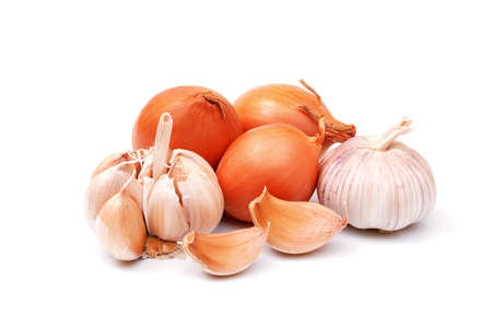 Foto für garlic and onion bulbs and cloves isolated on white background, full depth of field - Lizenzfreies Bild