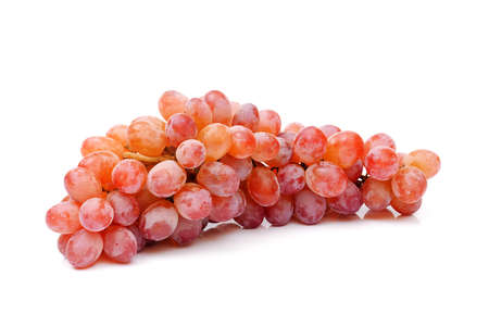 Photo pour bunch of red grapes isolated on white background, full depth of field - image libre de droit