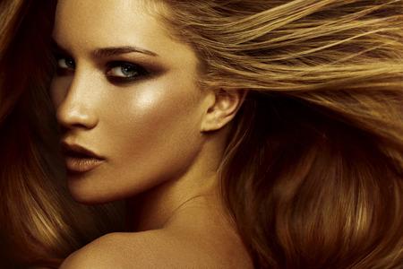 Foto per Hair. Beautiful brown hair Girl. Healthy Long Hair - Immagine Royalty Free
