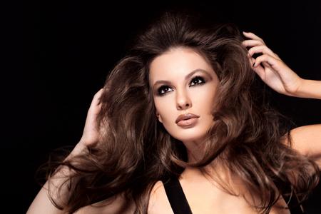 Photo pour Beautiful brown hair Girl. Healthy Long Hair. - image libre de droit