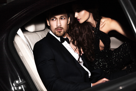 Photo pour Sexy couple in the car. Hollywood stars. - image libre de droit