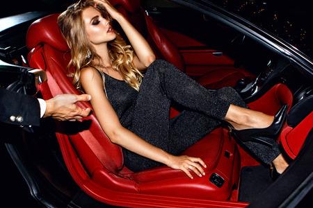 Photo pour Couple in luxury car. Night life. - image libre de droit