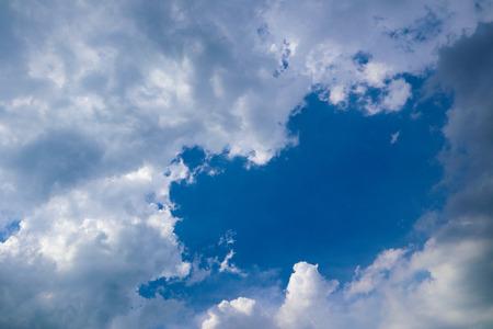 Photo pour Beautiful abstract blue sky landscape background and wallpaper - image libre de droit
