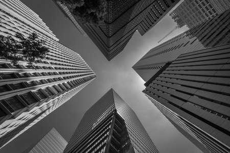 Photo pour Low angle view of skyscraper buildings scenery. Marunouchi district located in Chiyoda Ward, Tokyo, Japan - image libre de droit