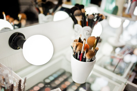 Photo pour Set of brushes for makeup - image libre de droit
