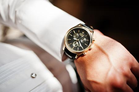 Photo pour Hai, Ukraine - January 5, 2017: Man looking on luxury watches Rolex on his hand. - image libre de droit
