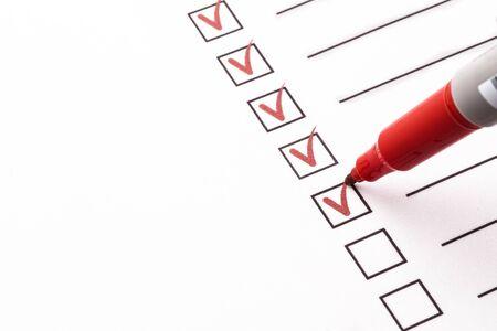 Photo pour Checklist with pencil - image libre de droit