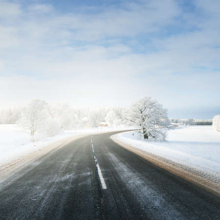 Photo pour Panoramic view of the clean winding S shape highway through snow-covered field, forest, village. Winter rural scene. Travel, Christmas vacations, logistics, dangerous driving, off-road, transportation - image libre de droit