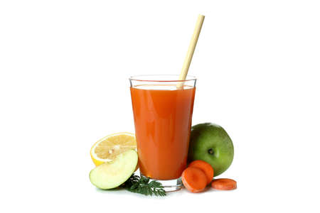 Photo pour Glass of juice and ingredients isolated on white background - image libre de droit