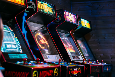 Photo pour Row of cult action old arcade video games from late 90's era - image libre de droit