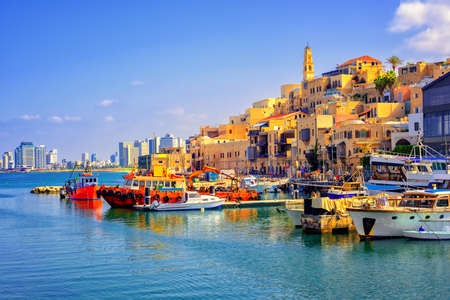Photo pour Old town and port of Jaffa and modern skyline of Tel Aviv city, Israel - image libre de droit