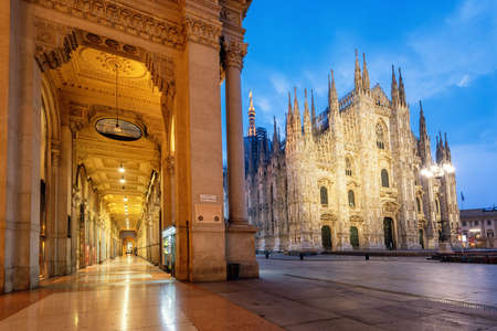 Foto de Milan city, view of the gothic Duomo Cathedral and Galleria Vittorio Emanuele II  shopping mall on an early morning, Italy. Milan is famous for both its culture and shopping. - Imagen libre de derechos