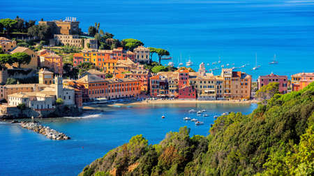Photo pour Colorful historical Old town of Sestri Levante, Italy, a picturesque popular resort town in Liguria - image libre de droit