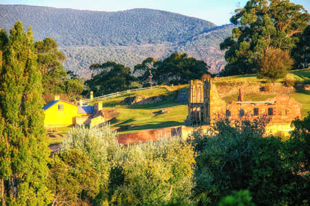 Photo pour Building ruins at Port Arthur, Tasmania which was once a penal settlement in the colony's convict beginnings. - image libre de droit