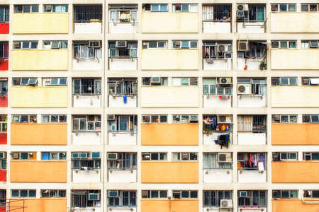 Photo pour Choi Hung Estate Hong Kong is a residential building complex that has become popular due to its bright and colourful rainbow exterior. - image libre de droit