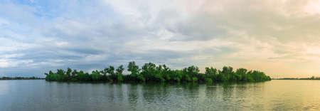Foto de Island Trees water with solar - Imagen libre de derechos