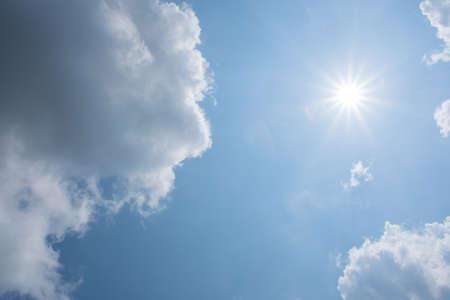 Foto de Background of sky and clouds - Imagen libre de derechos