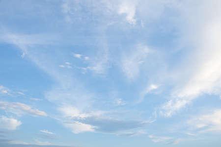 Photo pour Blue sky background and clouds - image libre de droit