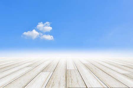 Foto für Sky background with wooden floor - Lizenzfreies Bild