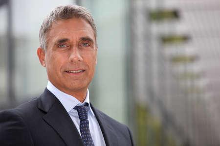 Photo pour Business executive stood outdoors - image libre de droit